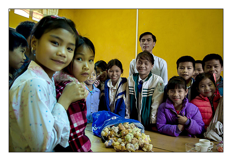 Cadeaux dans une école de Thai Noir