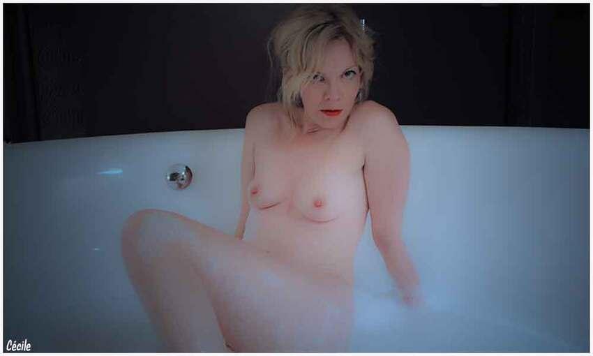 Cécile dans sa baignoire