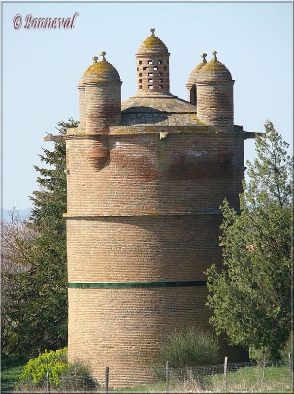 Pigeonnier sur pied 16ème siècle Château de Bouyssou Cintegabelle Haute-Garonne  Midi-Pyrénées