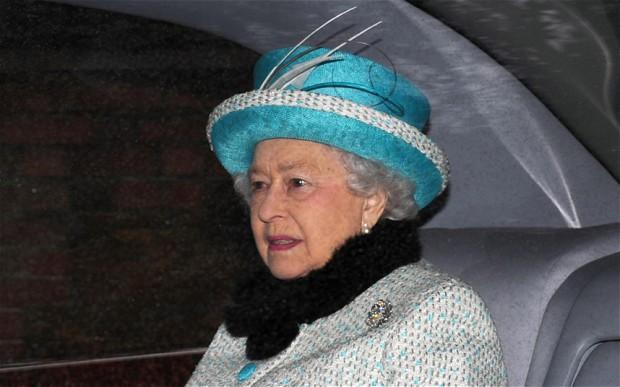 Elizabeth à la messe