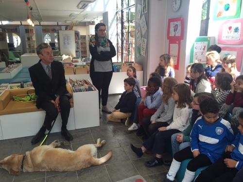 Rencontre des CP avec un chien d'aveugle
