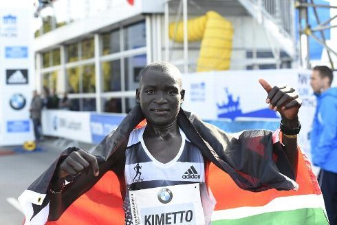 Kenya's Dennis Kimetto celebrates winning the 41th edition of the Berlin Marathon on September 28, 2014. Kimetto breaks the world marathon record. AFP PHOTO / TOBIAS SCHWARZ - /AFP