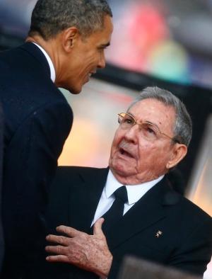 photo : Obama serre la main Raul Castro