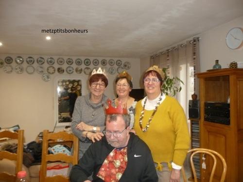 ...3 reines et 1 roi!