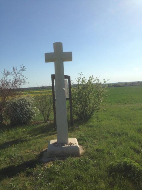 La croix blanche de Saint Georges de Baillargeaux.