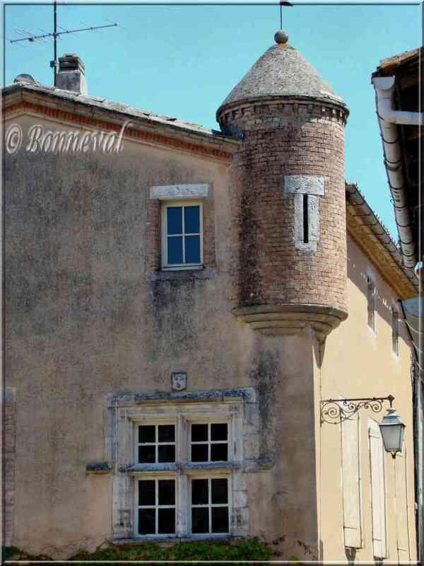Castelnau-de-Montmiral Tarn maison à échauguette