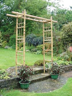 construire une pergola en bambou bien bricoler la maison. Black Bedroom Furniture Sets. Home Design Ideas