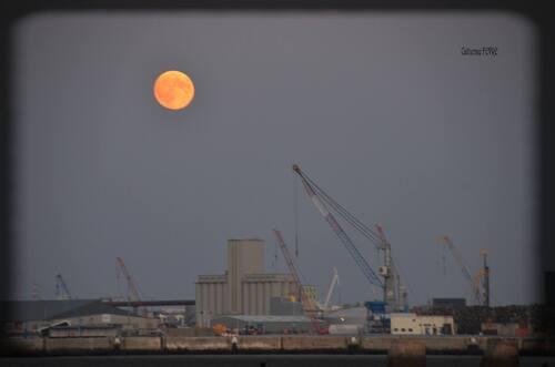 Lune rouge sur La Pallice