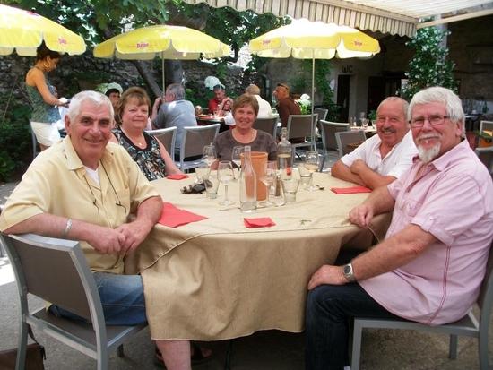 Au restaurant Le petit jardin à Viens (5)