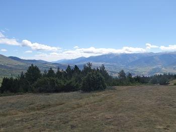 De l'Argila, vue vers l'Est sur la Cerdagne française et la chaîne frontière. Tout au fond, le Canigou