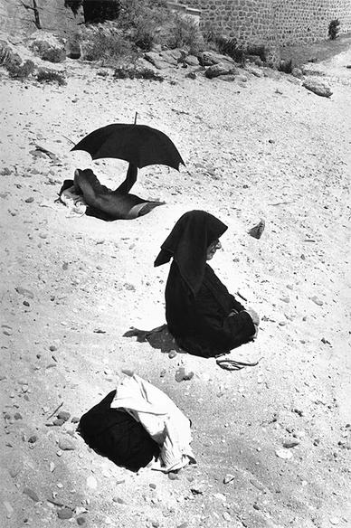 15 - Les parapluies  surréalistes