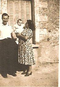 jean-pierre avec ses parents en 1948 001
