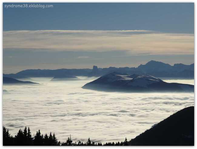 Mer de nuages, le Mont Aiguille et le Vercors