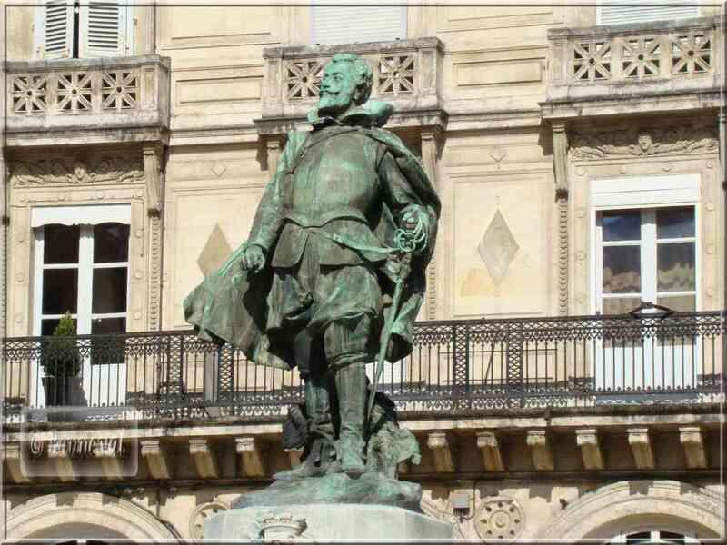 La Rochelle statue de Jean Guiton devant l'Hôtel de Ville