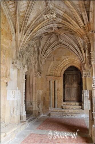 Abbaye de Cadouin angle galeries Nord et Est la Porte Romane 12ème siècle