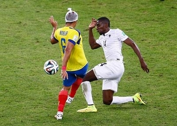 ecuador-s-noboa-wearing-a-head-bandage-challenges-france-s-matuidi-during-their-2014-world-cup-group-e-soccer-match-at-the-maracana-stadium-in-rio-de-janeiro_4942979