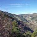 Au fond, apparait à gauche le massif du Campcardos