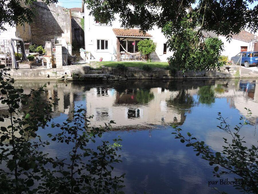 reflets à  Bassac  (16) la rivière de la guirlande