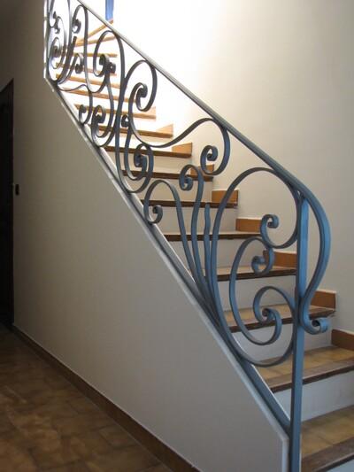 du7DSrRQtDec60uolW2DF3rlJ10@400x533 escalier