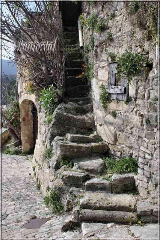 Lacoste Vaucluse vieil escalier