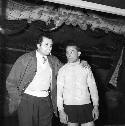 Le footballeur Julien DA RUI au cirque-zoo Jean Richard en 1957