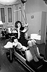 Février 1965 : Bien dehors, mais mal de dents...