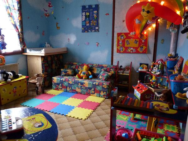 enfin une salle de jeux chez nounou lipou. Black Bedroom Furniture Sets. Home Design Ideas