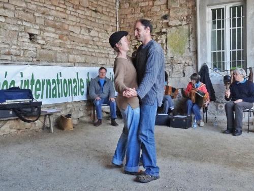 """""""Engoulevent"""" un groupe folk a clôturé en beauté les deux journées du Patrimoine proposées par Châtillon-Scènes..."""