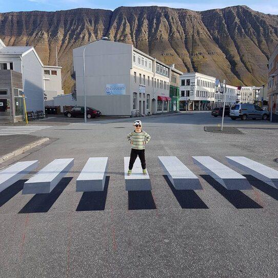 """En Islande, des passages piétons """"illusion 3D"""" font ralentir les conducteurs"""