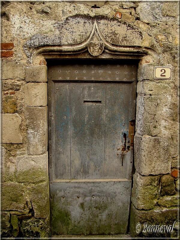 Saint-Antonin-Noble-Val Tarn-et-Garonne porte dont le linteau est en arc à accolade