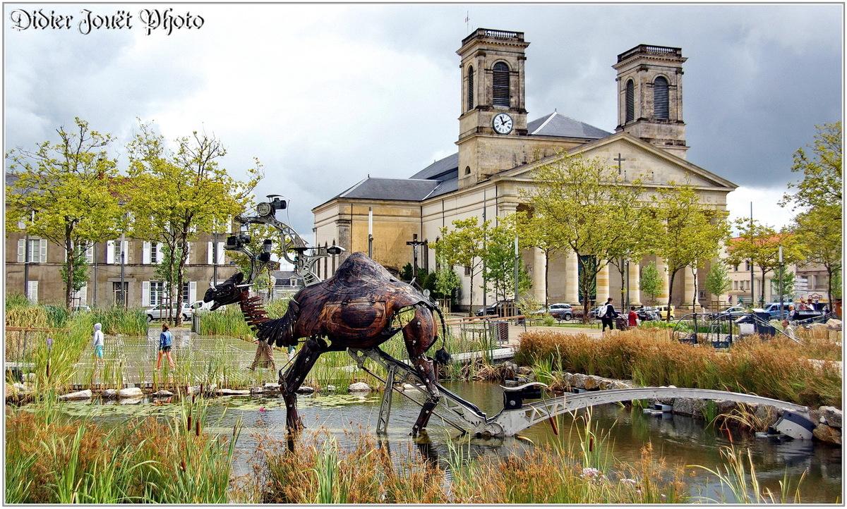 (85) Vendée - La Roche sur Yon (2) - Place Napoléon / Animaux animés