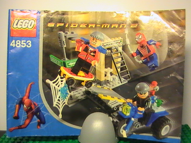 Légo Spider-Man 2 n° 4853 de 2004 - Spider-Man's Street chase.