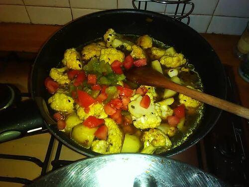 Curry de chou fleur et pomme de terre parce qu'une envie de plat indien, ça se contrôle pas