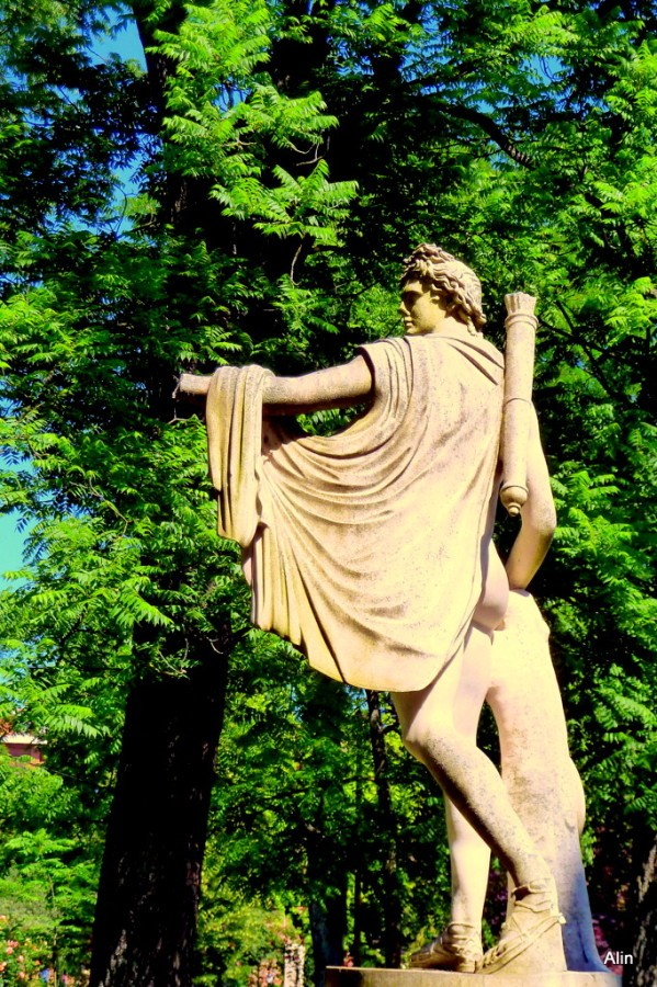 jj01---Statue.JPG