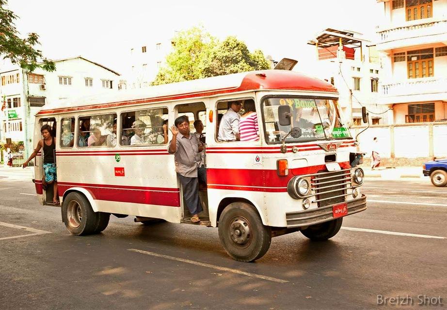 Bus bondé à Rangoun