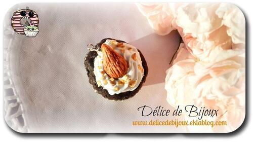 Almond Cupcake, cupcake amande fimo pendentif
