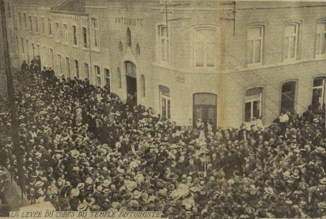 La levée du corps au temple antoiniste (Excelsior 02 juillet 1912)