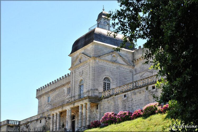 Façade du château de Vayres (coté Dordogne)