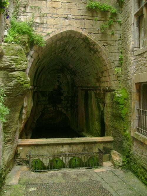-Fontaine de la Sainte Vierge-