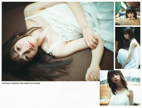 Magazine : ( [Young Gangan] - 2017 / N°24 - Hiyori Sakurada Staring )