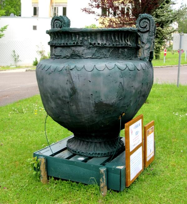Deux autres sculptures , réalisées par les résidents du Foyer mutualiste  Henri-Baillot, sont exposées à Châtillon sur Seine....