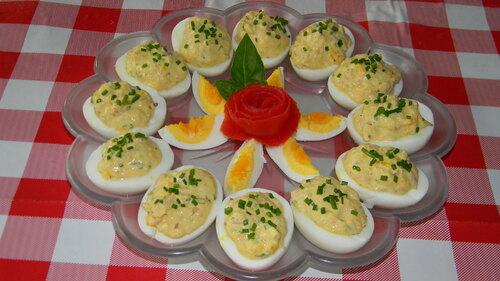 Oeufs mimosas au thon, échalotes, estragon