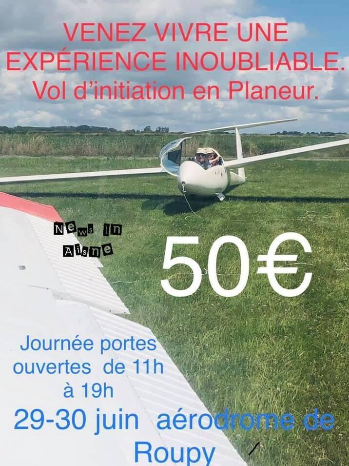 L'image contient peut-être: avion, texte et plein air