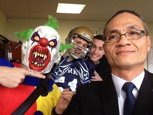 Le Selfie du Proviseur Karatéka au carnaval du lycée le joirs du mardi gras (4 mars 2014)