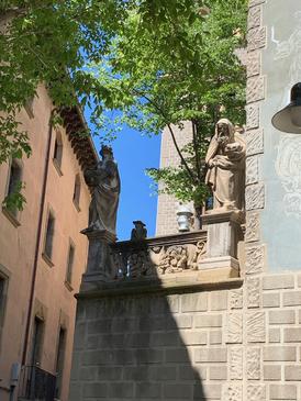 VIC -  Casa Masferrer - statues représentant les 4 saisons