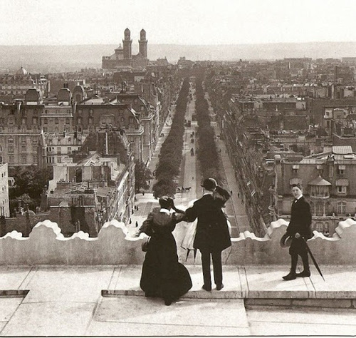 PARIS EN 1900. Film d'archives  (Documentaires)