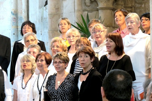La chorale dijonnaise Souliko, en représentation dans l'église d'Aignay le Duc