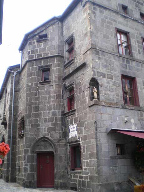 Vue de l'ancien hôpital de Broglie