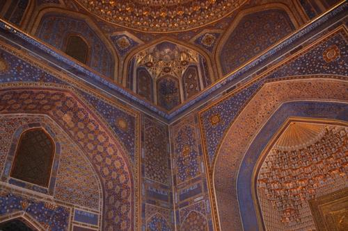 La place du Régistan à Samarcande et la madrasa Tilia kori