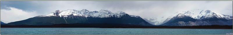 Naviguant vers notre prochaine étape, l'Estancia Cristina, je m'intéresse désormais aux montagnes - Lago Argentino - Patagonie - Argentine